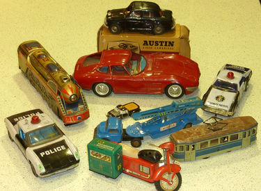 9x Tin Toys Collection