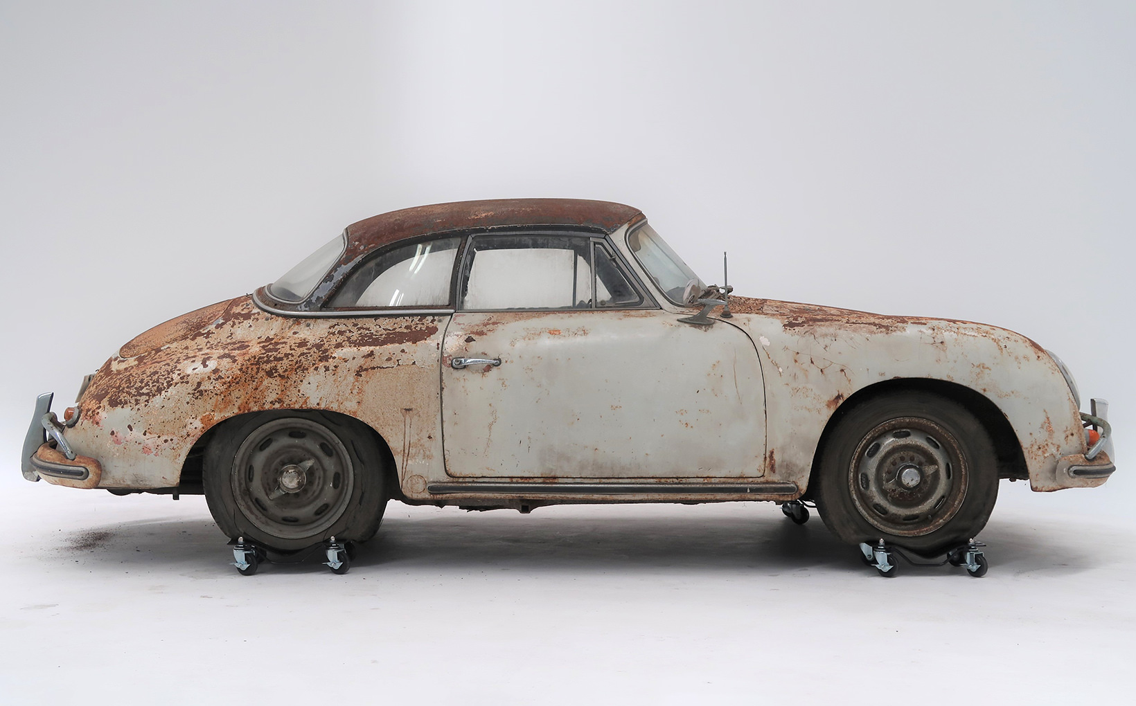 'Barnfind' early Porsche sells for $230,000!