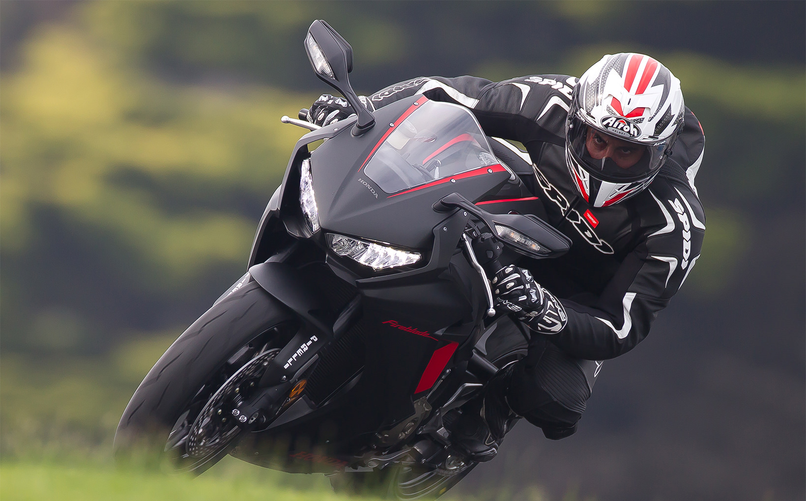 Honda CBR1000RR Fireblade - Furious Firepower