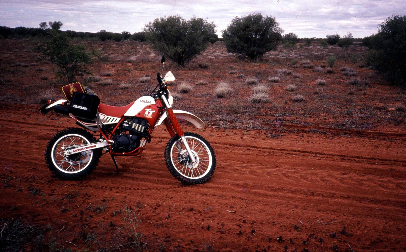 Northern Territory: Chambers Pillar - Desert Duelling
