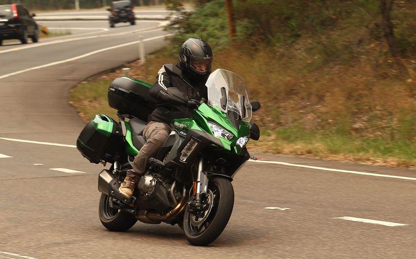 2020 Kawasaki Versys 1000SE: Multitalented Mile Muncher