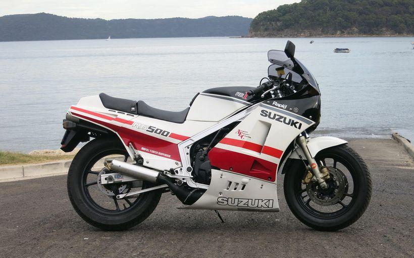 Suzuki RG500: Square Four Screamer