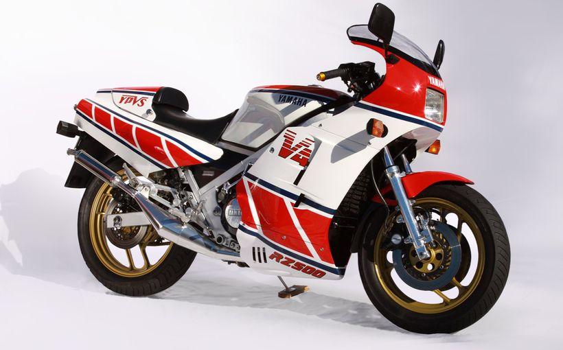 Yamaha RZ500: V4