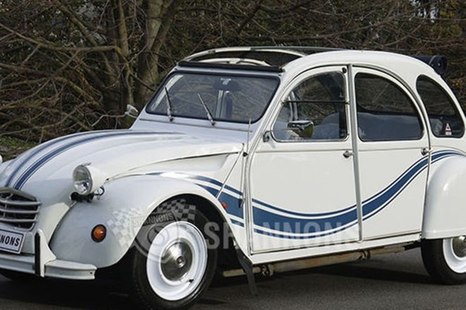 sold citroen 2cv 39 beachcomber style 39 saloon auctions lot 1 shannons. Black Bedroom Furniture Sets. Home Design Ideas