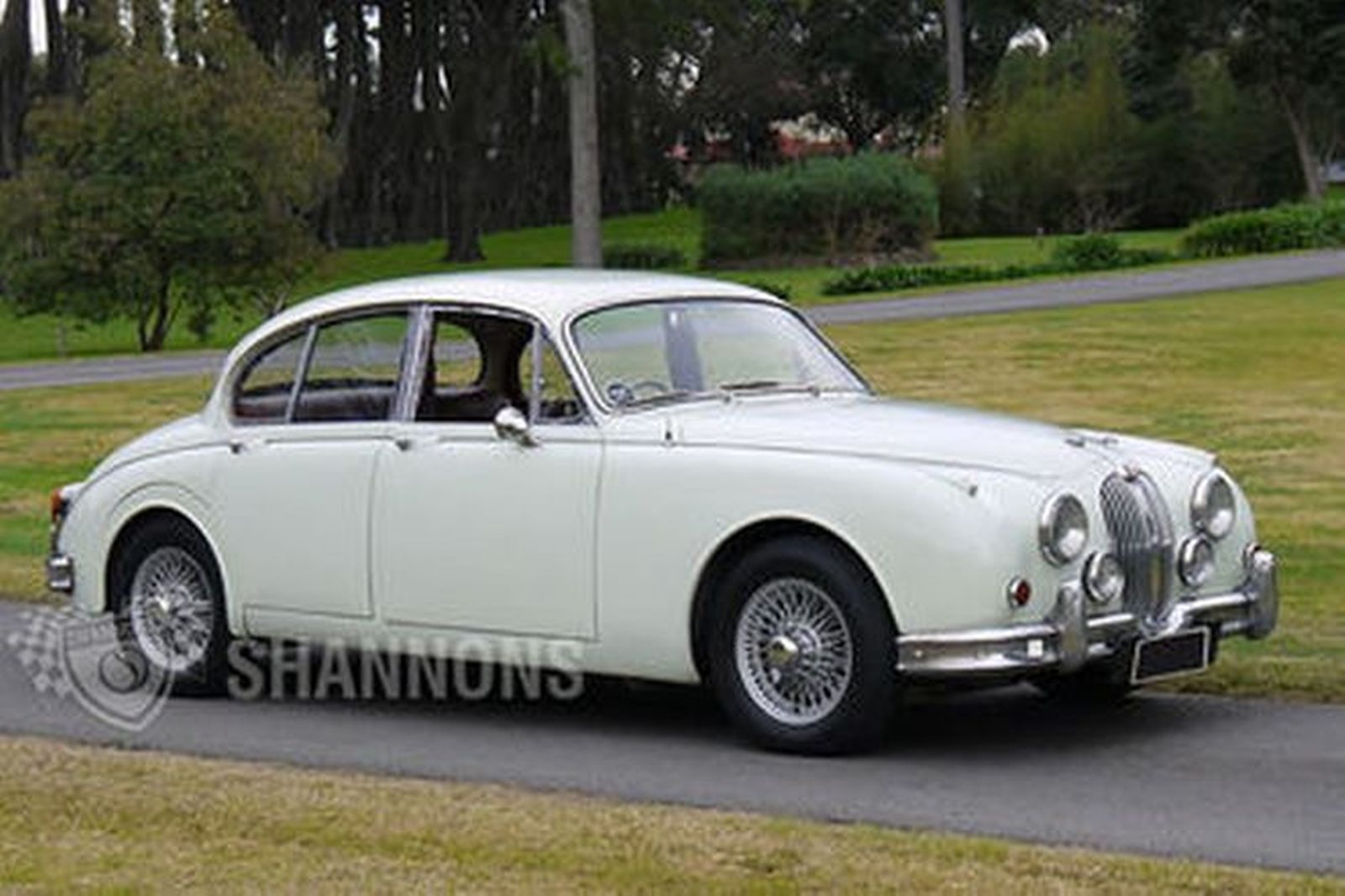 jaguar mkii 3 8 39 manual 39 saloon auctions lot 10 shannons. Black Bedroom Furniture Sets. Home Design Ideas