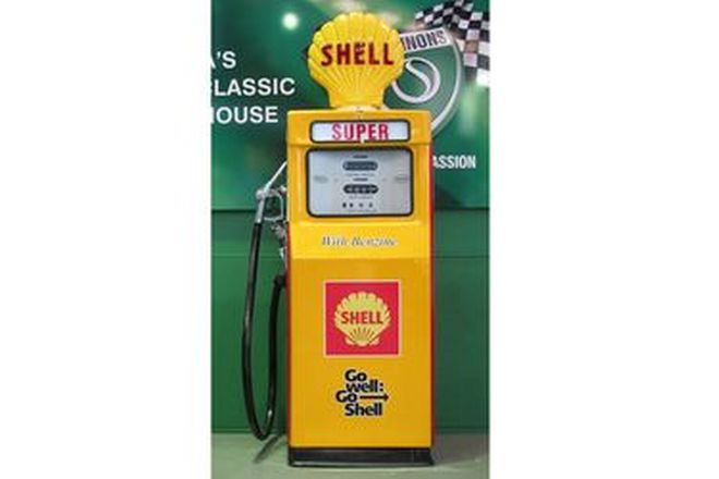 Petrol Pump - c1970s Wayne 605 in Shell Livery With reproduction Globe (Restored)