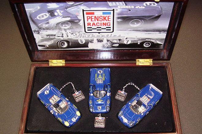 Model Cars - Penske Racing 3 Car Set - Sunoco T-70 Lola in wooden display case