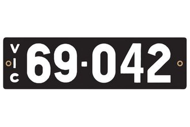 Victorian Heritage Numerical Number Plates '69.042'