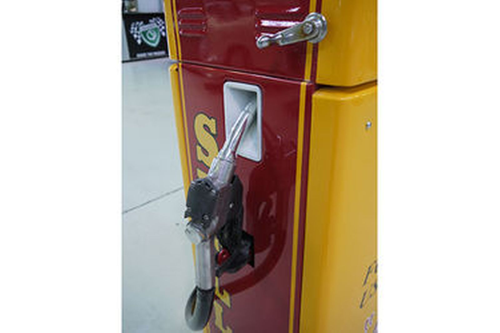Petrol Pump - Wayne 605 Industrial in Shell Racing Livery (cosmetically restored
