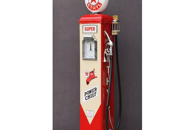 Petrol Pump - Gilbarco CM Clockface in Texaco Livery with Reproduction Glass Globe