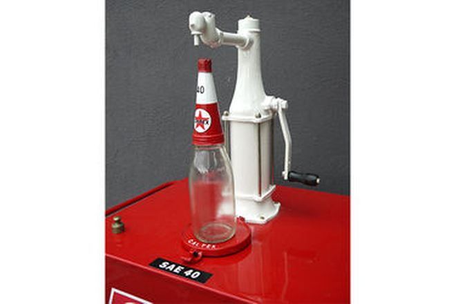 Oil Cart - Oil Pump in Caltex Livery with Imperial Quart Bottle (Restored) (157cm tall)