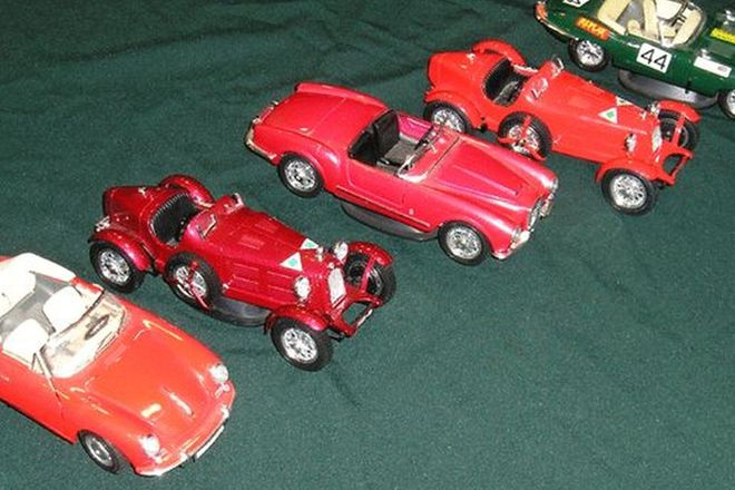 Model Cars - 5 x Burago (Scale 1:24)