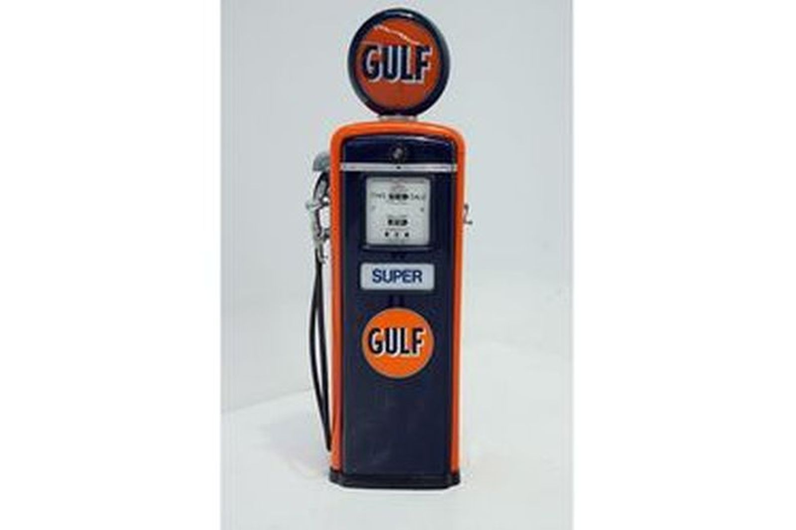 Petrol Pump - 1940's USA Gilbarco in Gulf Livery with Reproduction Globe (Cosmetically Restored)