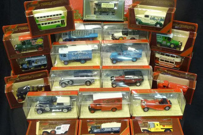 Model Cars - Assorted Models of Yesteryear x 23 and boxed train