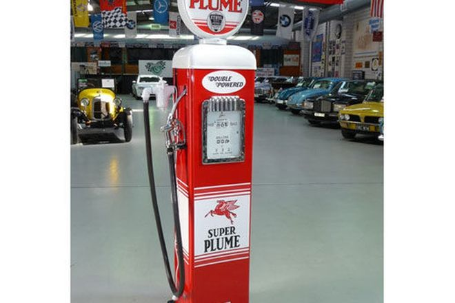 Petrol Pump - c1940's Gilbarco Electric in Super Plume Livery (Restored)