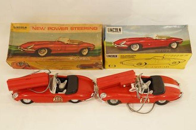 Model Cars x 2 - Lincoln International remote control plastic Jaguar E-Type Roadsters