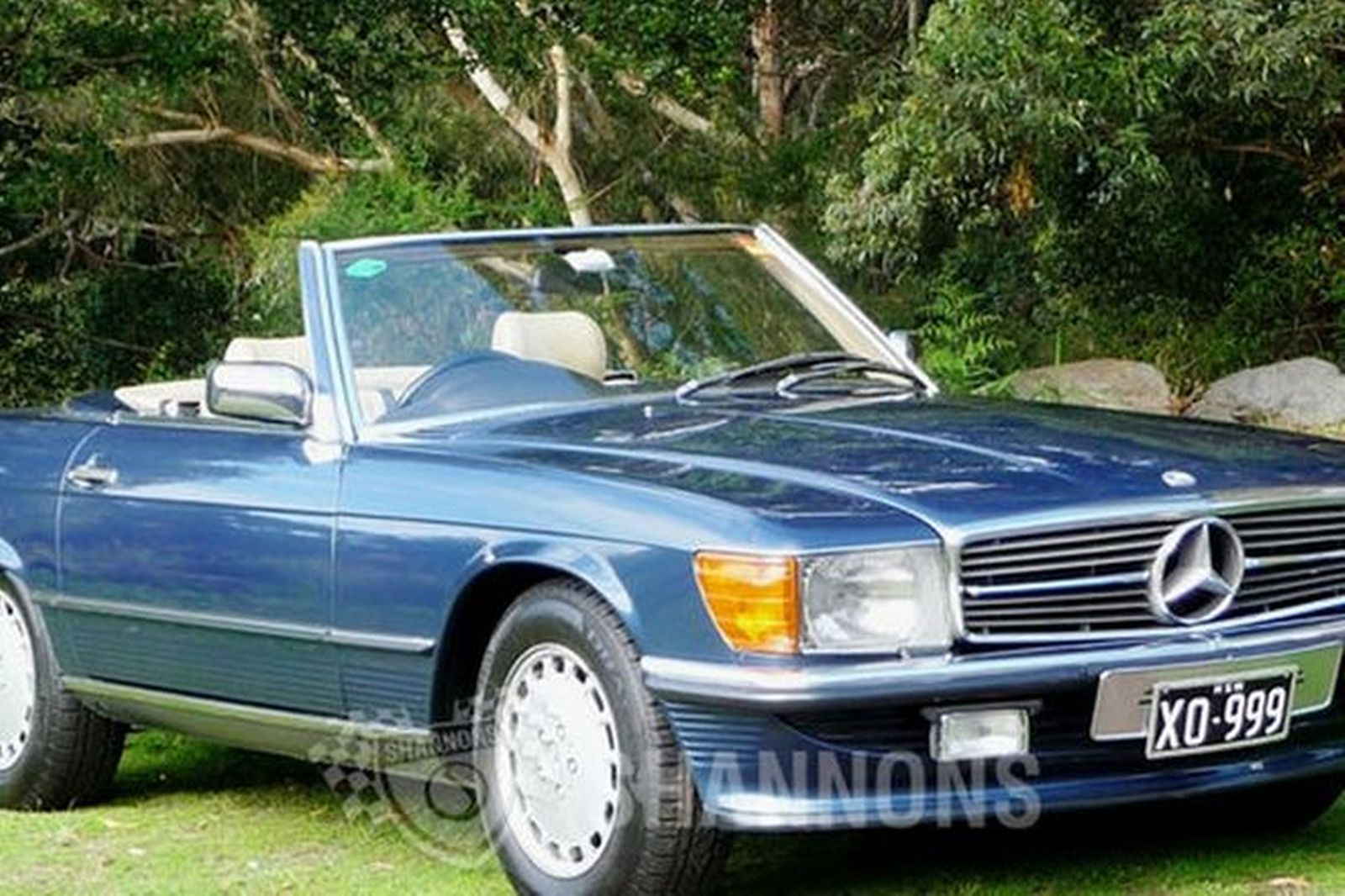 sold mercedes benz 560sl convertible auctions lot 19. Black Bedroom Furniture Sets. Home Design Ideas