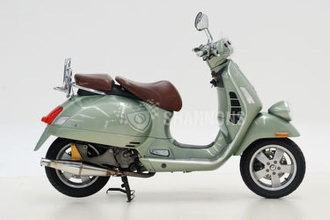Vespa GTV250ie Scooter
