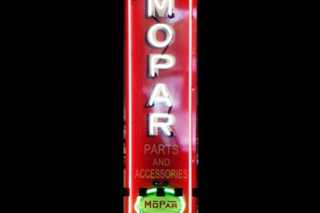 Neon Sign - Mopar Parts & Accessories (150 x 40cm)