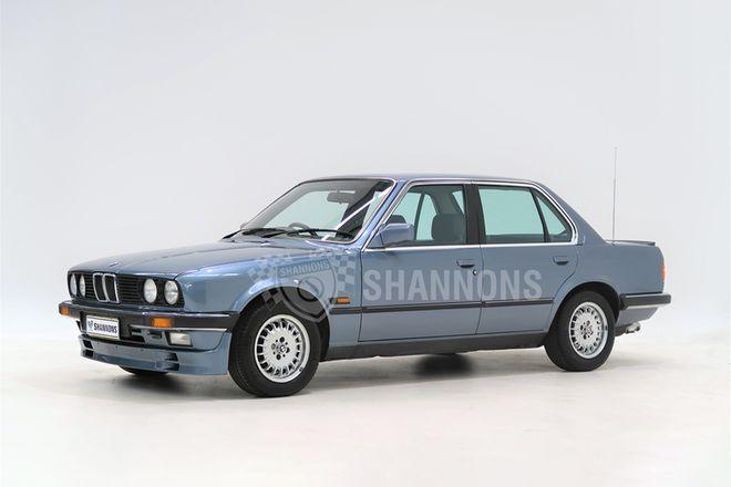 BMW E30 323i Sedan