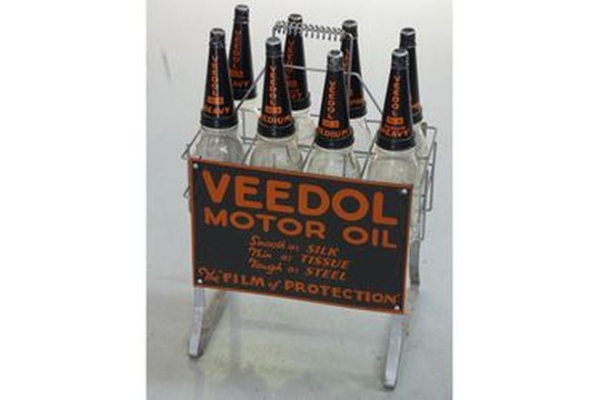 Oil Rack & Bottles - Veedol Oil with 8 Bottles (Reproduction)