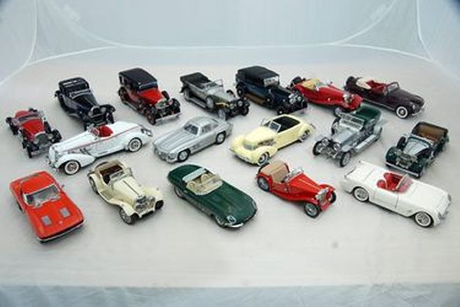 Model Cars - 17 x Assorted Franklin Mint (1:24 Scale)