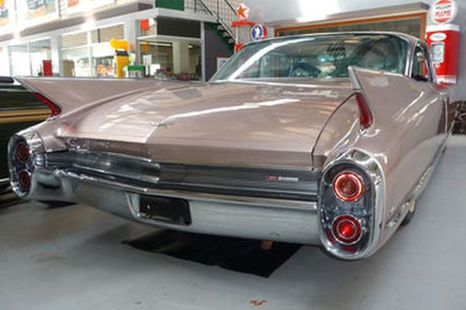 Cadillac Coupe Deville Rhd