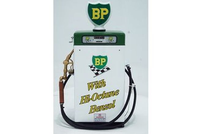 Petrol Pump - Wayne 605 Industrial Bowser in BP Livery (restored with reproduction Globe)