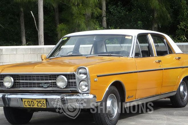 Ford Fairlane ZD 302 V8 Sedan