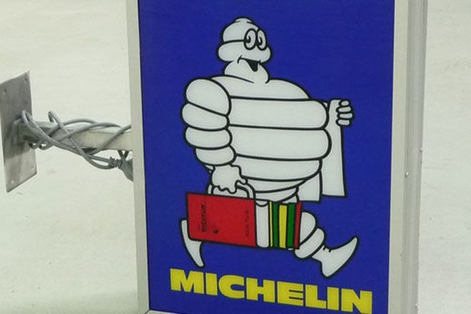 Sign - Michelin Light Box Wall Mount