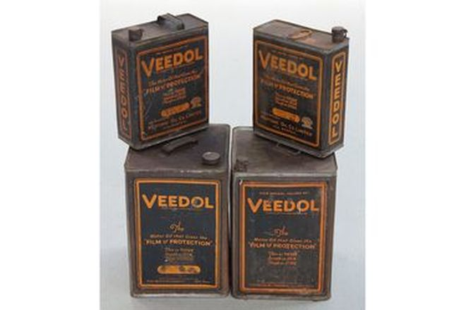 Oil Tins x 4 Veedol Oil (2 x 1 Gallon & 2 x 4 Gallon)