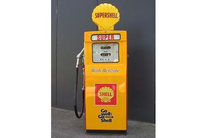 Petrol Pump - c1960s Wayne 605 Electric in Shell Livery Restored with Reproduction Globe