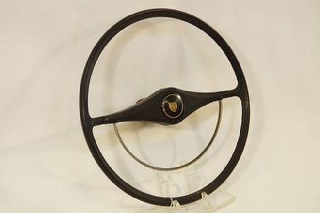 Steering Wheel - Jaguar Mk2 with horn button (16 3/4'' diameter)