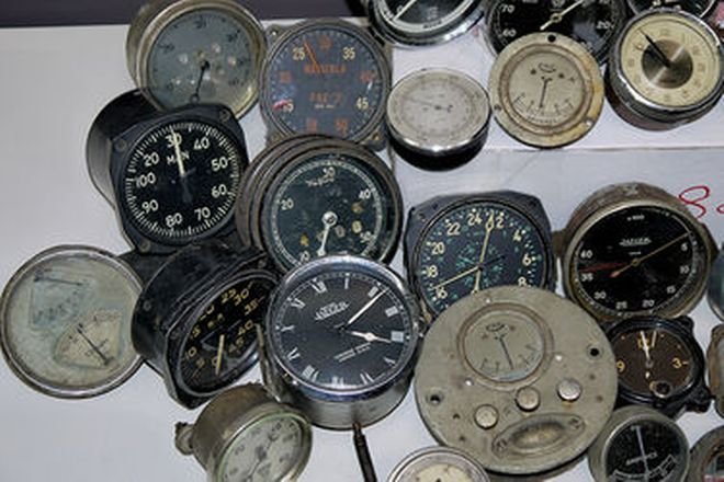 Gauges x 43 - Large Collection of Period Auto and Aero Gauges