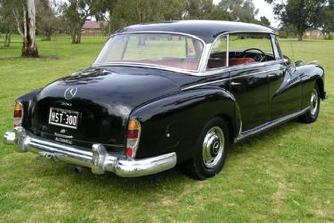 Mercedes-Benz 300D Saloon
