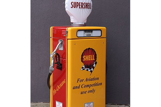 Petrol Pump - Wayne 605 'Shorty' in Shell Livery with Reproduction Supershell Globe