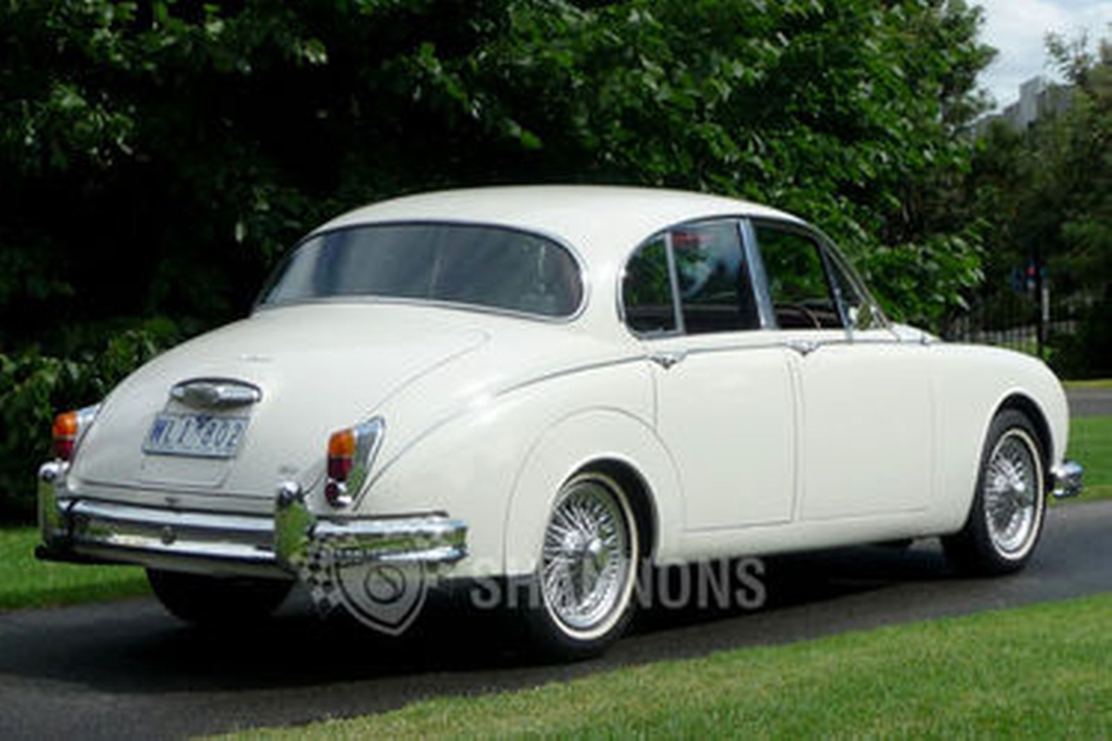 jaguar mk2 2 4 39 manual 39 saloon auctions lot 4 shannons. Black Bedroom Furniture Sets. Home Design Ideas