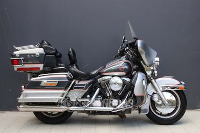 Harley-Davidson FLHTCU Ultra Classic Electra Glide 90th Anniversary Motorcycle