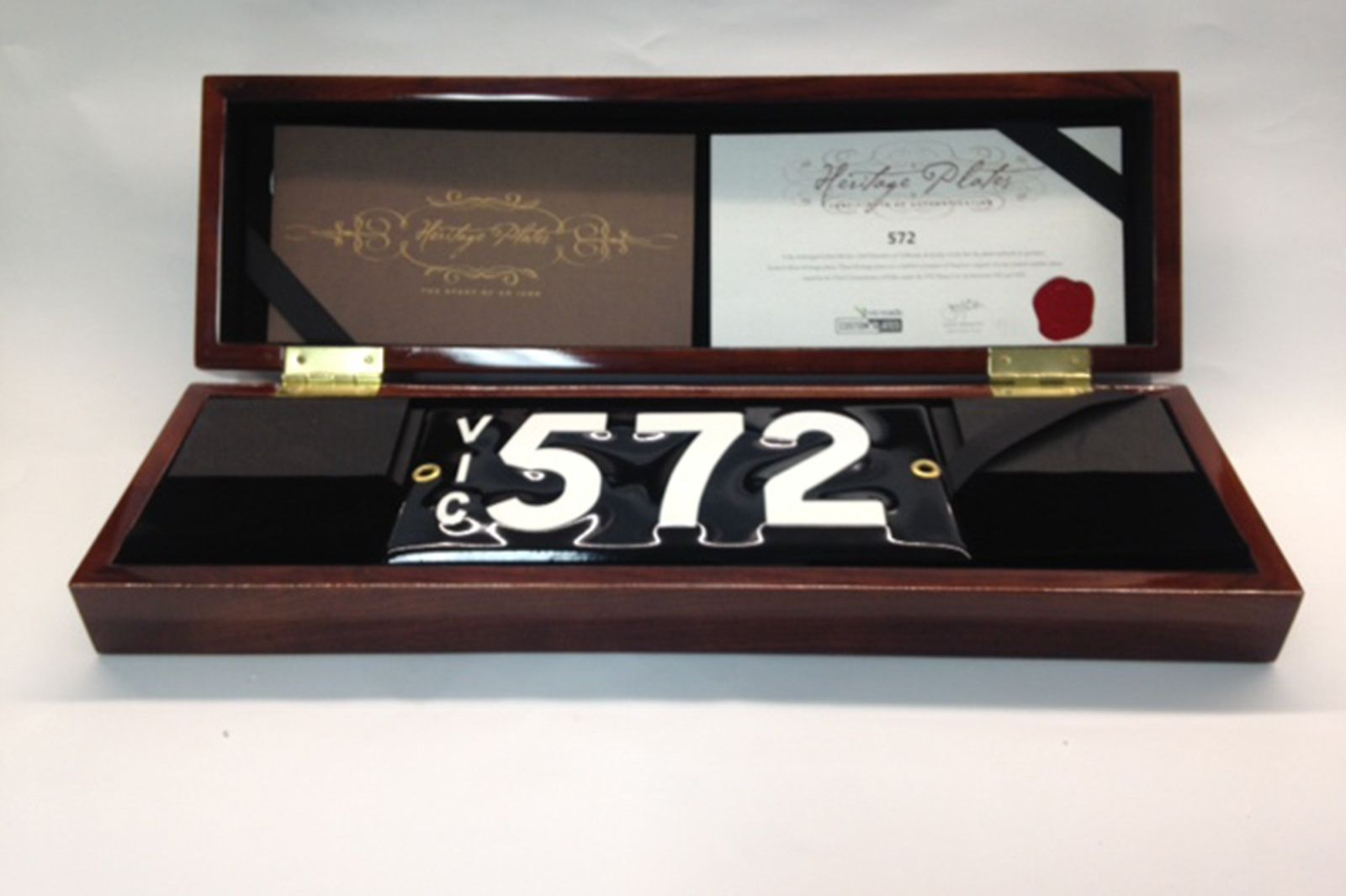 Victorian Numerical Heritage Plate - '572'