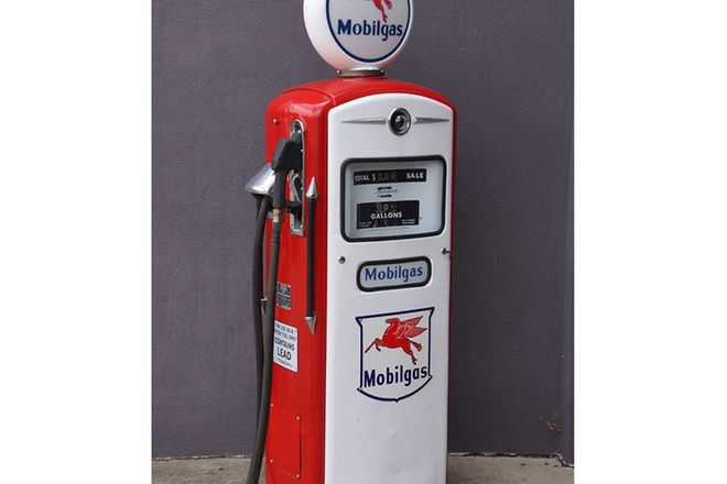 Petrol Pump - Bennett 1000 in Mobilgas Livery with Reproduction globe