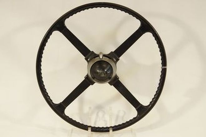 Steering Wheel - Jaguar XK120 or Mk7 4-spoke steering wheel with boss and adjuster (18
