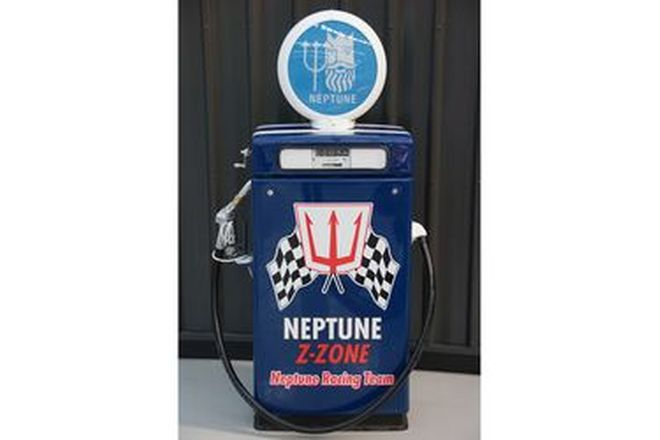 Petrol Pump - Wayne 605 Industrial in Neptune Racing Livery with Aftermarket Globe (Restored)
