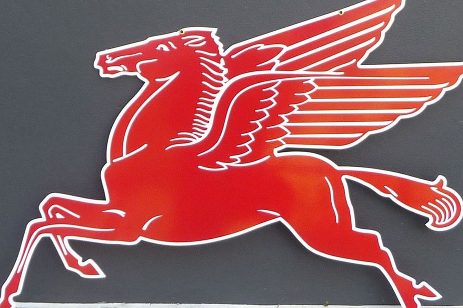 Mobil Gas Painted Sign - Flying Horse 'Pegasus' Reproduction (100 x 76cm)