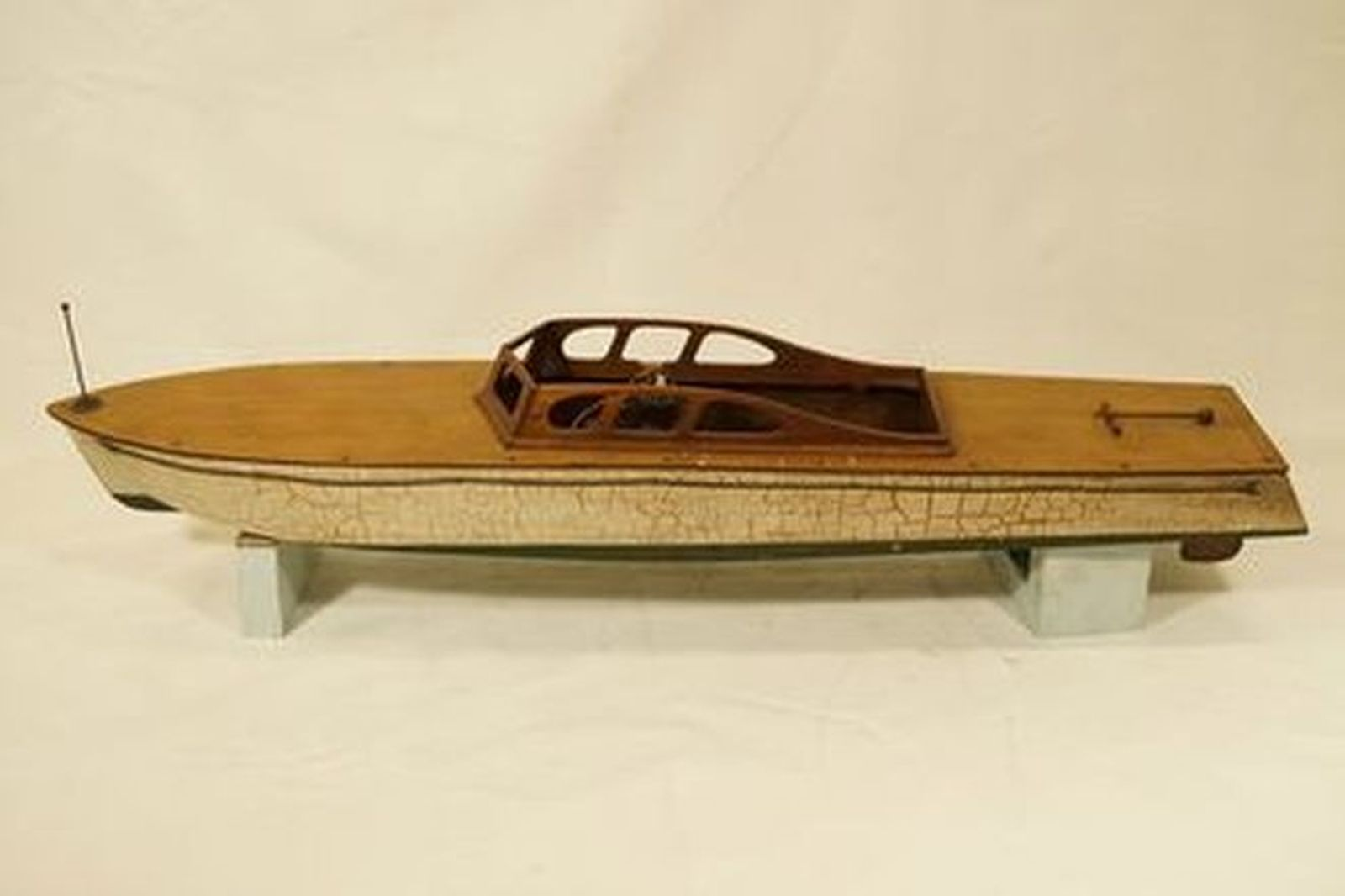 Model Boat - Vintage Wooden Speed boat with G.H.Q USA Aero enginebrass prop, shaftand rudder