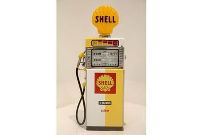 Petrol Pump - Wayne 605 Multimix in Shell Livery with Reproduction Globe