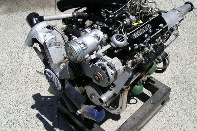 Display Engine - Bentley Turbo R V8 on Stand