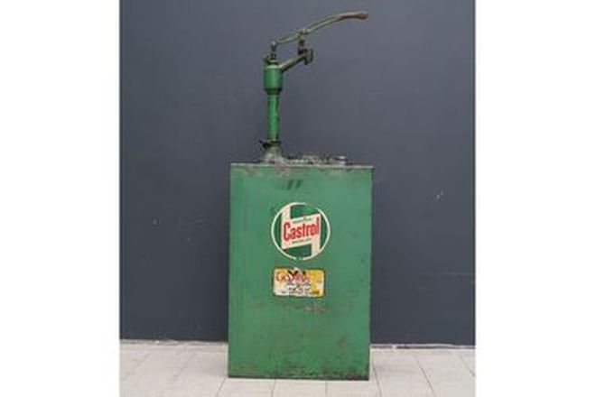 Oil Pump - Hi-Boy in Castrol Livery (27 x 150 x 57 cm)