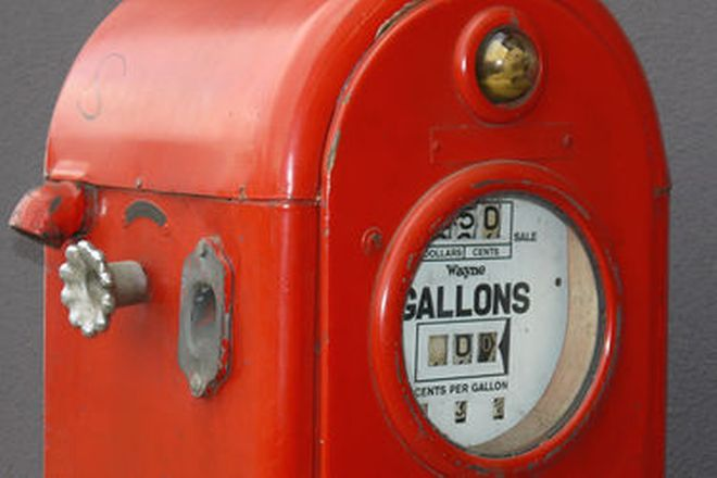 Petrol Pump - c1950's Ampol Bullseye (Unrestored)