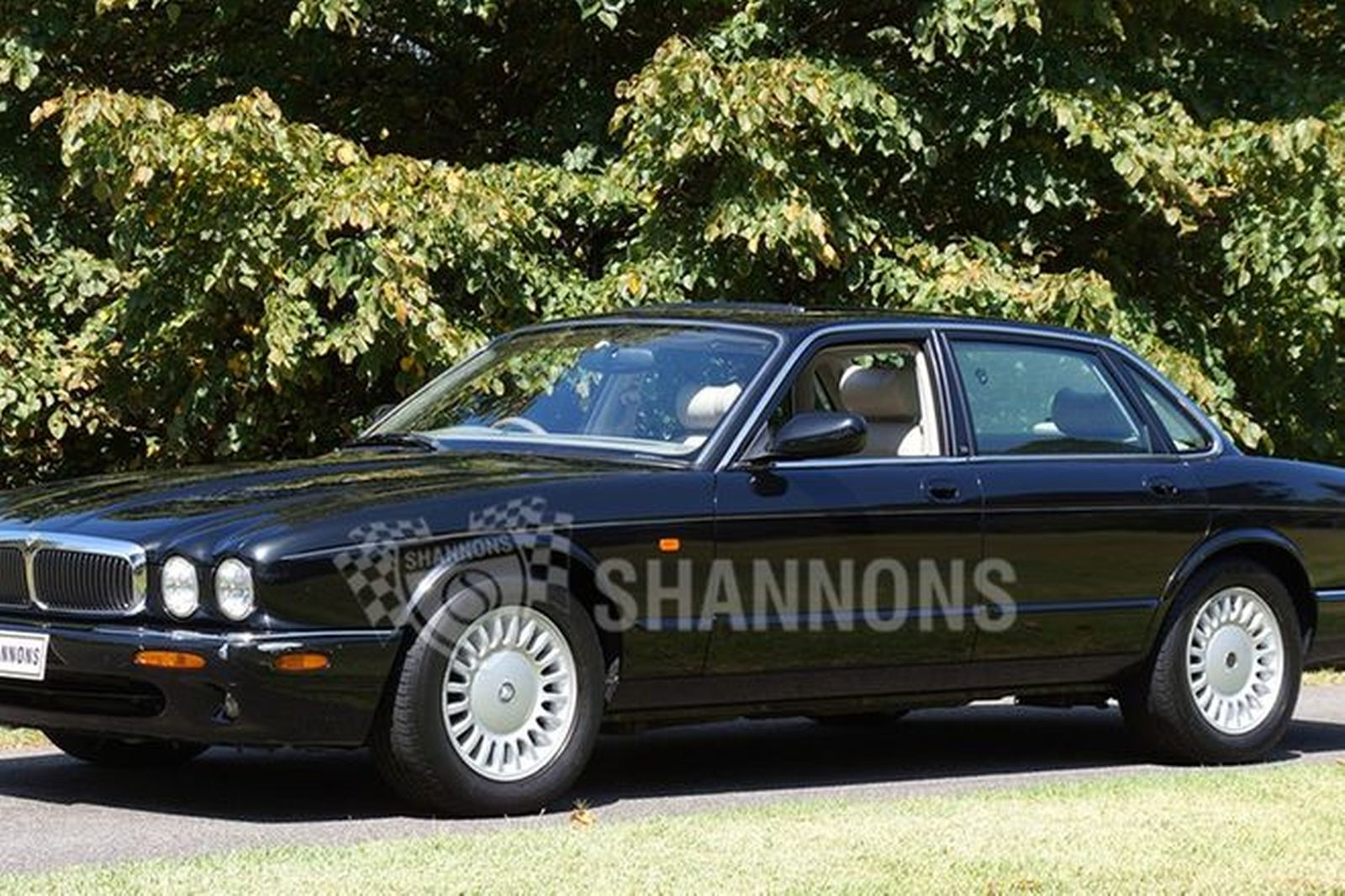 sold jaguar xj8 3 2 v8 saloon auctions lot 21 shannons. Black Bedroom Furniture Sets. Home Design Ideas