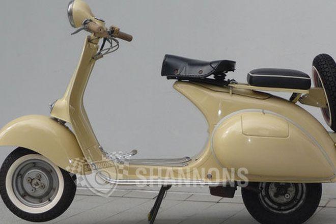 Vespa 125 3 Speed Motor Scooter